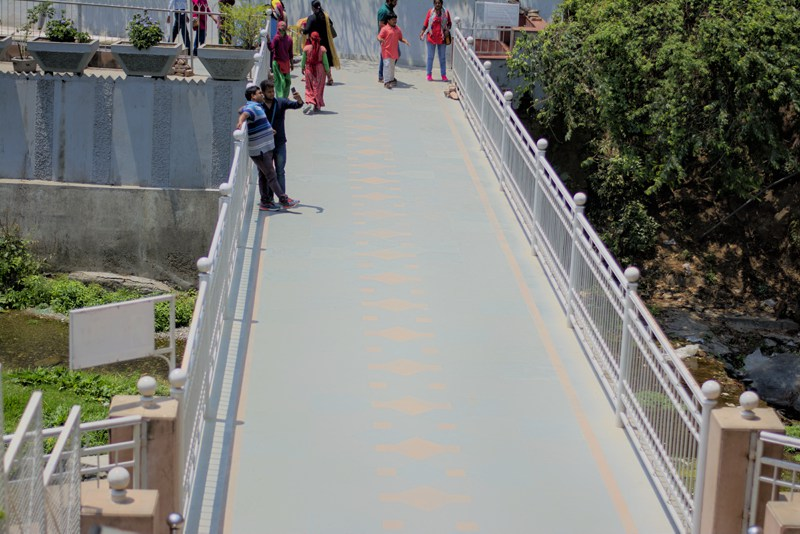 Bridge crossing Kainchi Dham