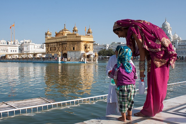 Take a dip in the holy water of the Golden Temple