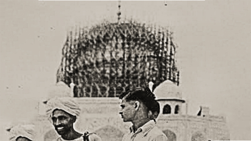 Protecting Taj Mahal from enemy bombers by erecting scaffolding
