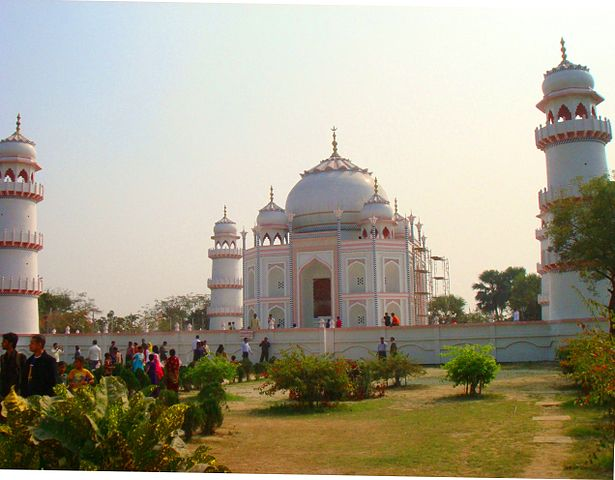 There are multiple replicas of Taj Mahal