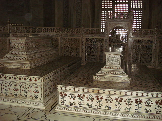 The false sarcophagi of Mumtaz Mahal and Shah Jahan in the main chamber