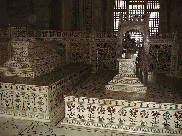 The false sarcophagi of Mumtaz Mahal and Shah Jahan in the main chamber