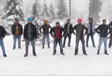 Bhangra Performance in Solang Valley is Making People Fall in Love with Snowfall