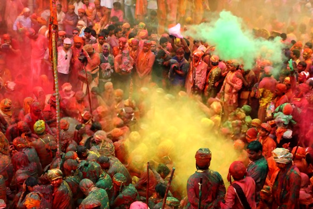 Amazing places to Celebrate Holi in India