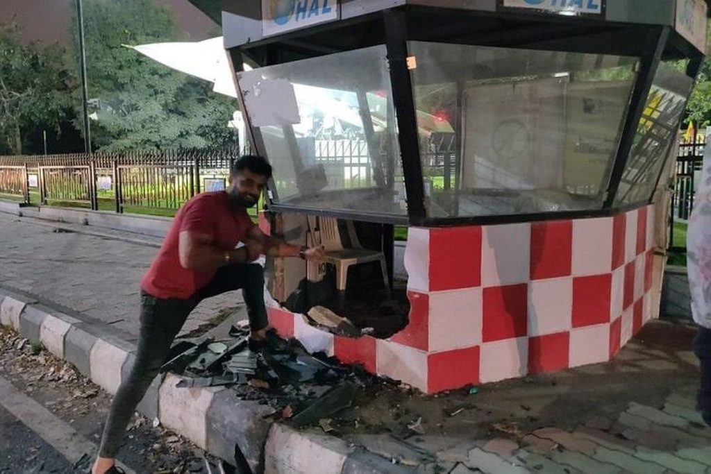 Bangalore Man Crashes Lamborghini into Police Kiosk and then Poses for Photograph