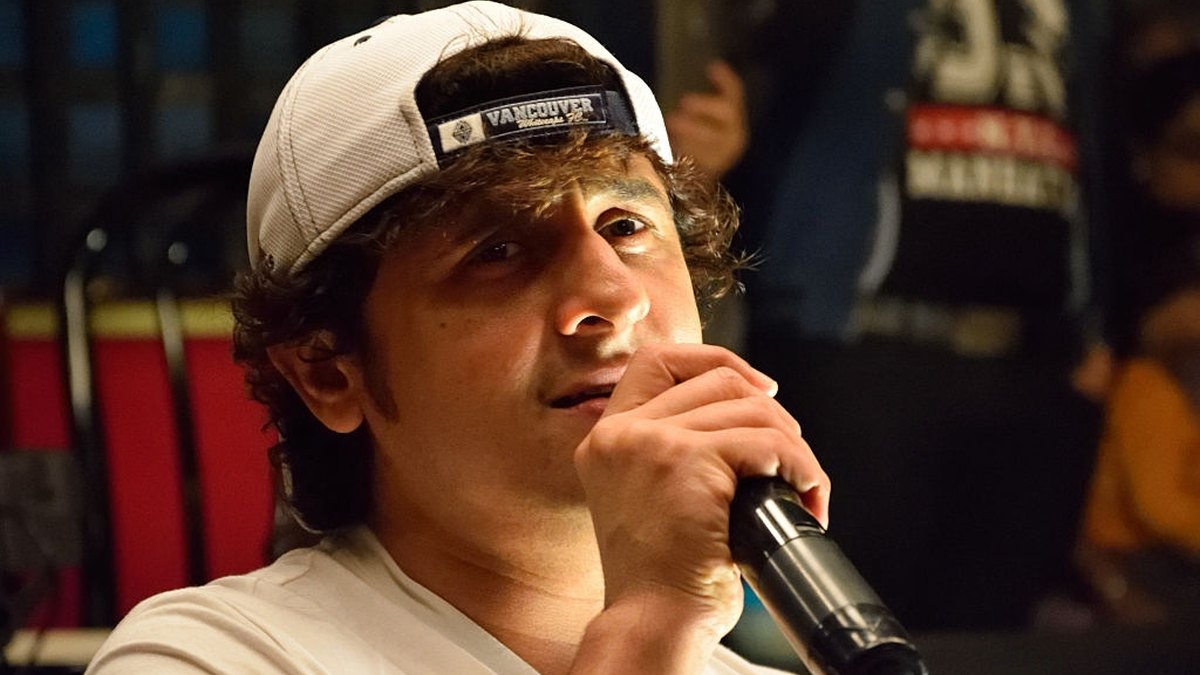 Sonu Nigam is in Dubai and Faces Backlash For Old Tweet on Azaan