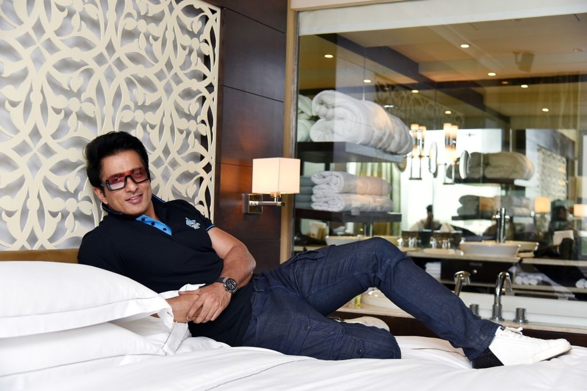 Sonu Sood Invites Medics to Stay in His Mumbai Hotel in a Kind Gesture During Covid-19
